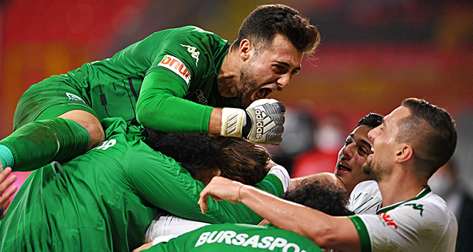 PFDK, Bursaspor kalecisi Ataberk Dadakdeniz'e 2 maç ceza verdi